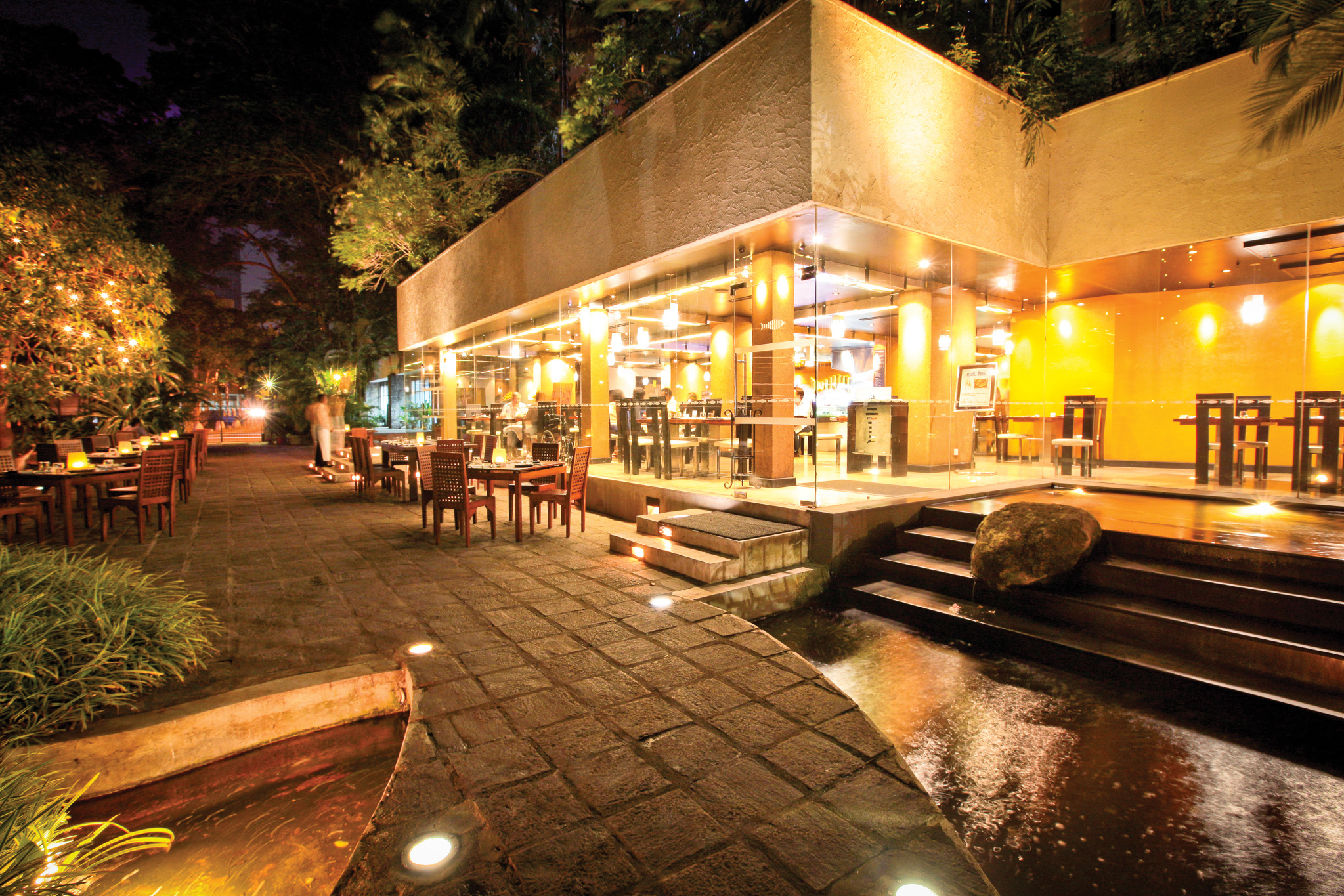 Lagoon is a restaurant in Colombo