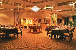 Galadari Hotel is a hotel in Colombo