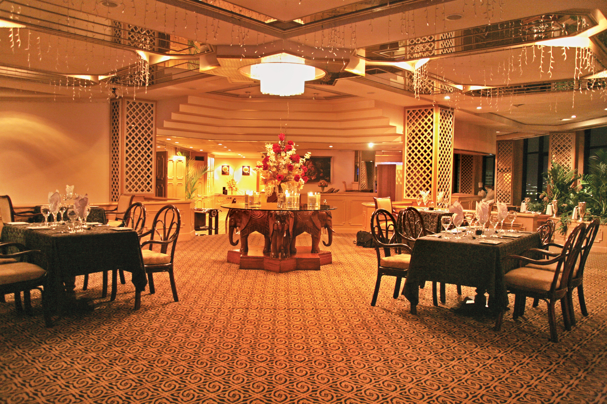 Galadari Hotel is a hotel in Colombo