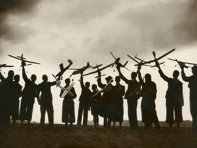 (Réunion de modélistes, vers 1930 / Photo de presse / © Collection particulière)
