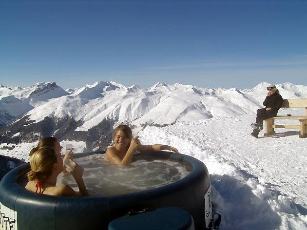 8. Enjoy the aprés-ski in town and on the mountainside