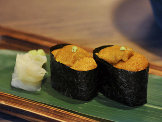 Sea urchin sushi at Nizuni