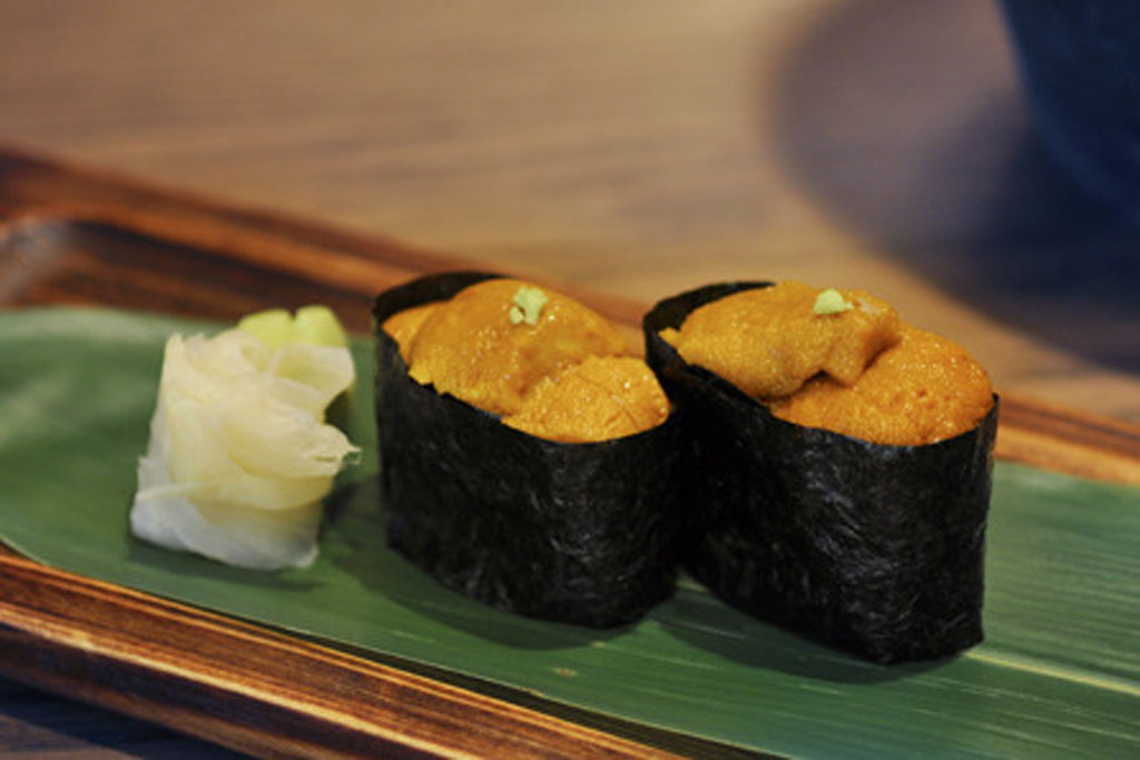 Sea urchin sushi at Nizuni