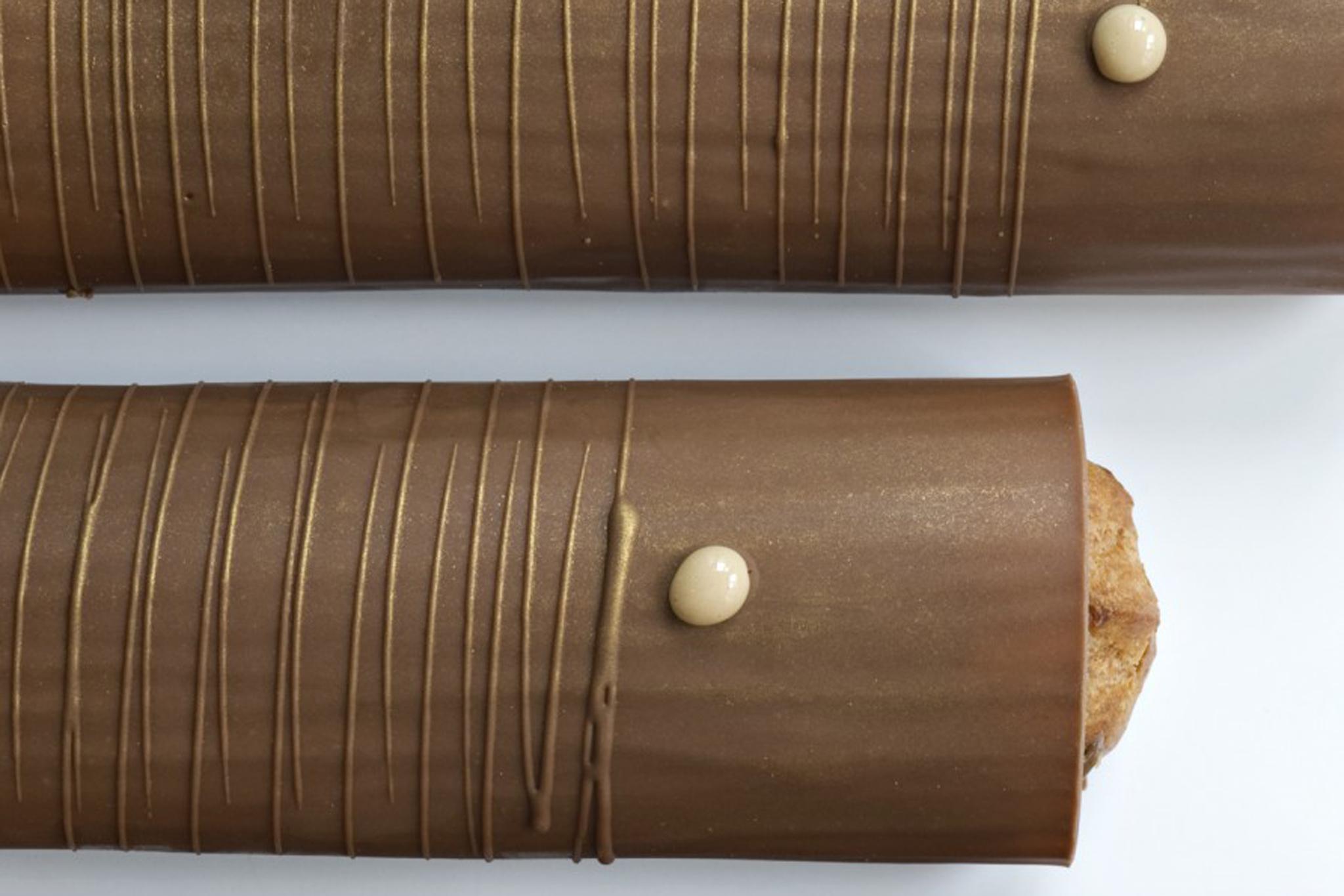 Chocolate-cloaked praline éclair at La Pâtisserie des Rêves