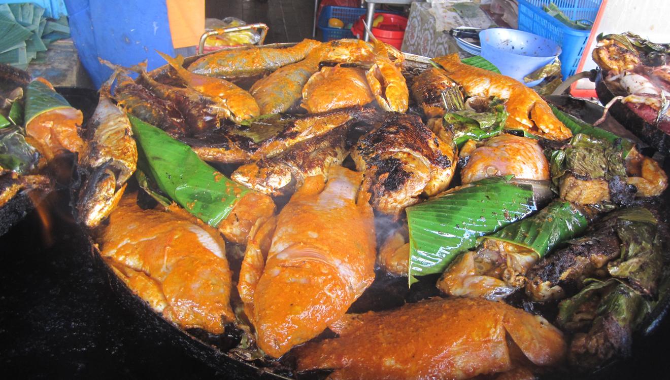 Pick ikan bakar off the grill at Kedai Kat Jat