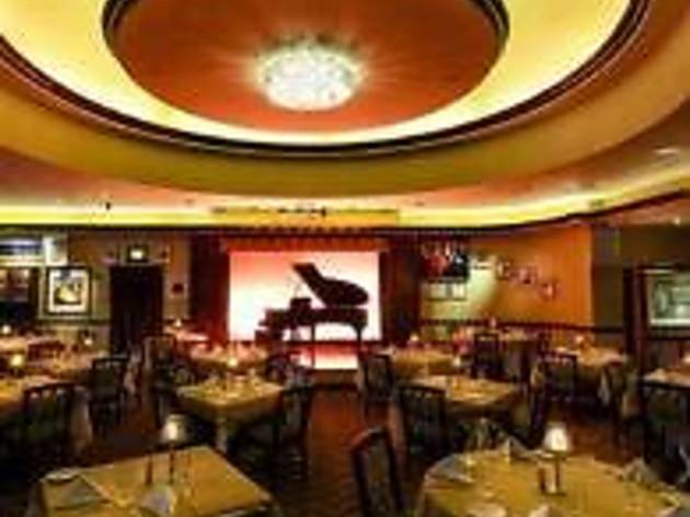 Lorenzo's Restaurant, Bar and Cabaret at the Hilton Garden Inn