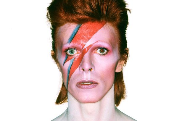 Regalem 20 entrades per a l'expo David Bowie is