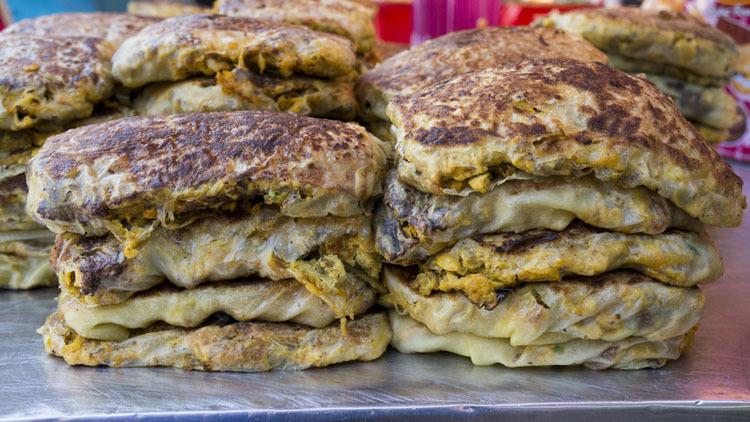 Taste the best murtabak in Singapore...