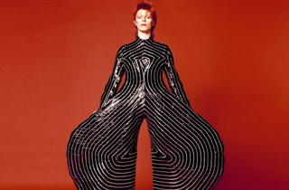 Aladdin Sane tour bodysuit (Exposition David Bowie Is / © Sukita / The David Bowie Archive 2012)