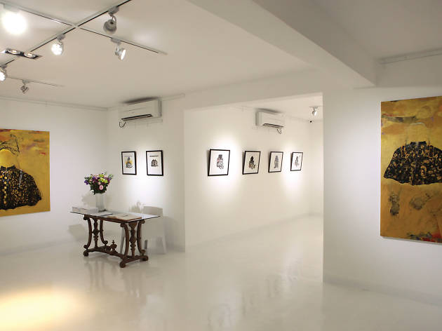Displays exhibitions and art from various artists in Colombo
