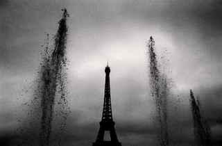 (Michael Kenna, 'Eiffel Tower, Study 9', Paris, France, 1988 / © Michael Kenna / Musée Carnavalet)