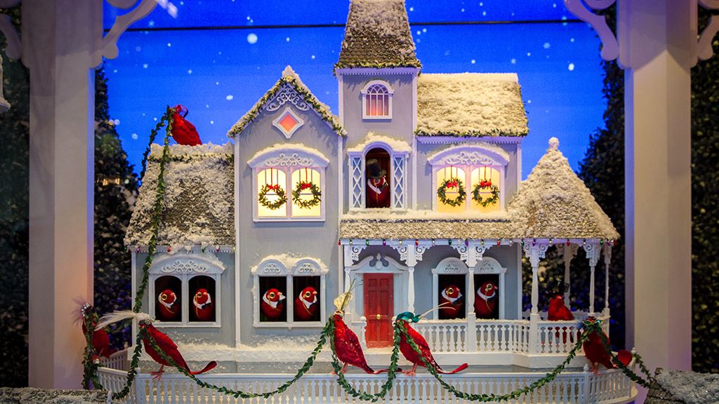 The best christmas window displays in new york city for Fun things for couples to do in nyc