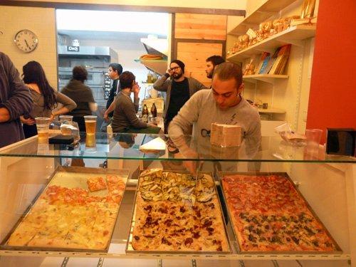 Pizzería + biblioteca: La Pizzateca