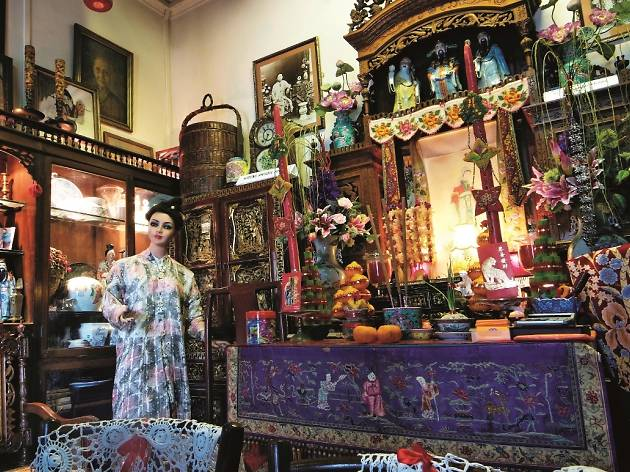 Generic peranakan artifacts