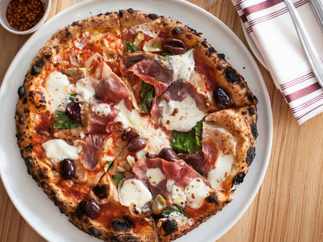 15 Best Pizza Restaurants In Chicago For A Cheesy Meal