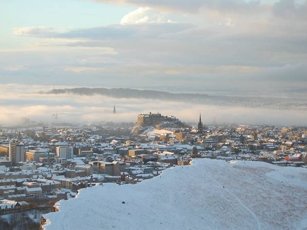 17 peaceful pictures of Edinburgh in the snow