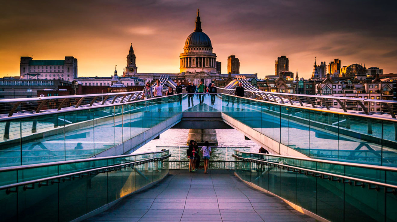 29 gloomy photos of London from Arron Strutt