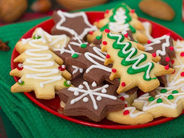 Free holiday cookies and caroling around NYC next week