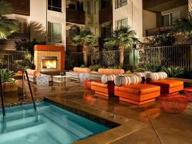 Hollywood Center Luxury 2 Bedroom Vacation Apartment (CLOSED)