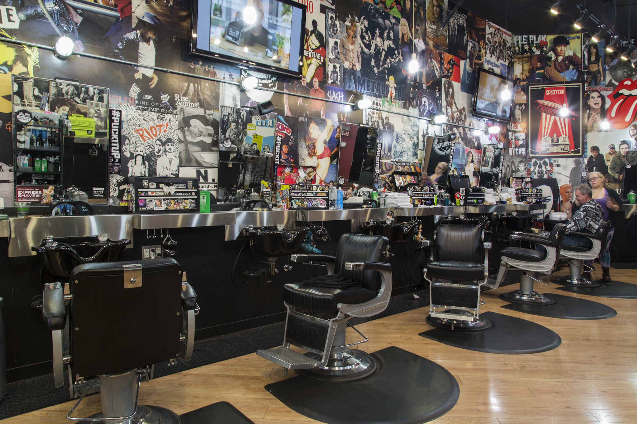 Super Barber Shop Guide To The Best Spots For A Shave And Haircut Short Hairstyles Gunalazisus