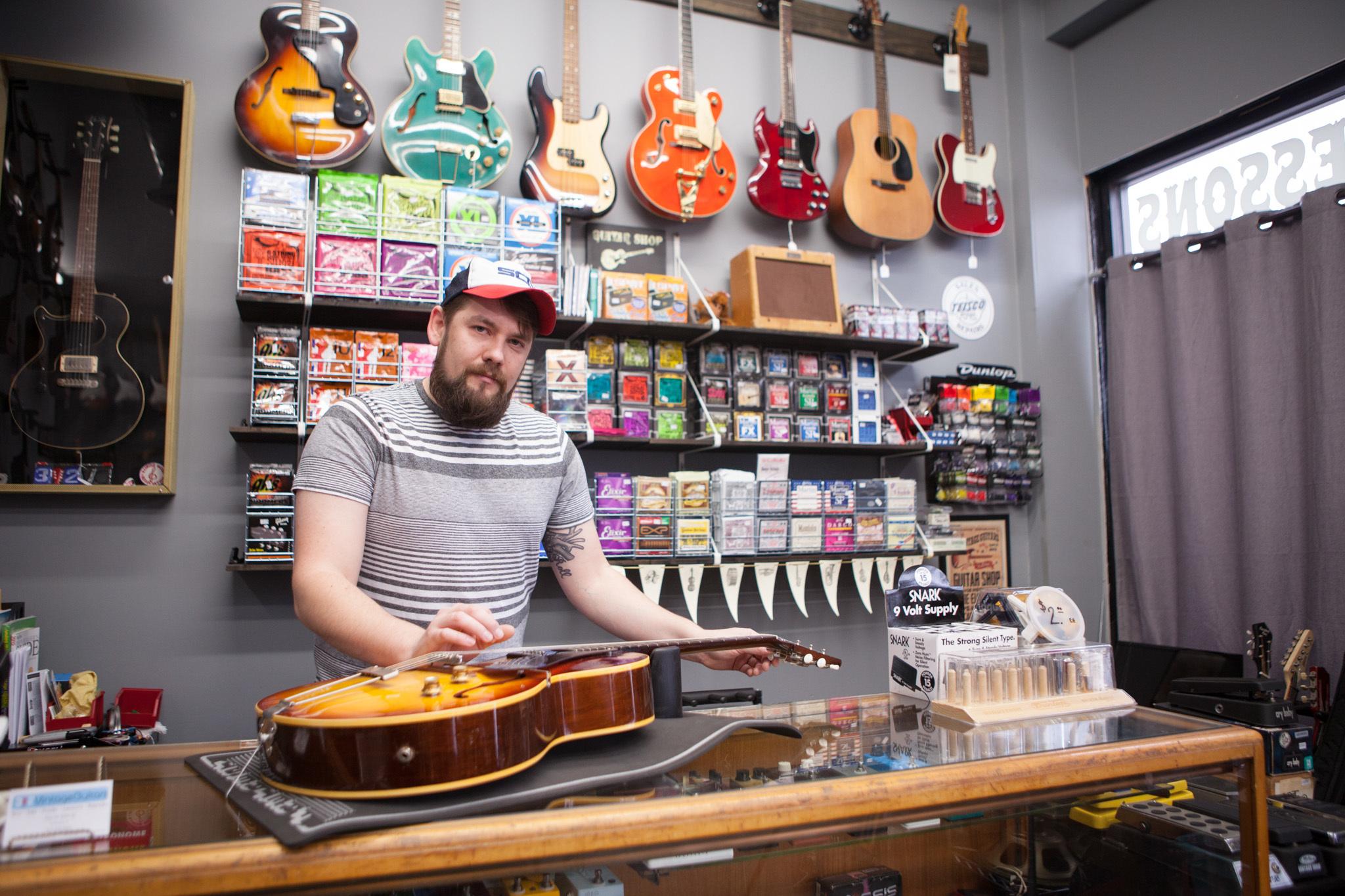 <p>312 Vintage Guitars</p>