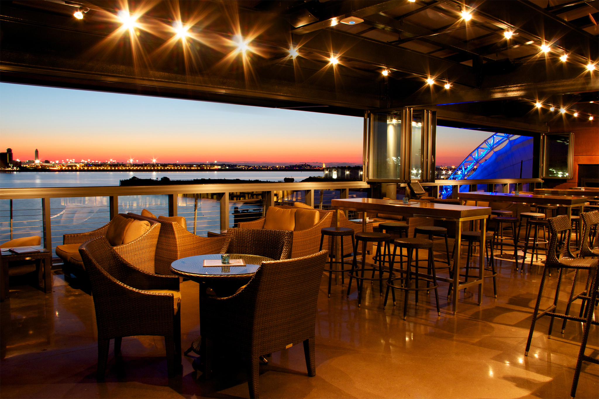 9 Best Rooftop Bars In Boston For Great Views And Breezes