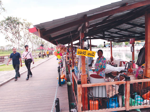 Visit the Floating Market in Pettah