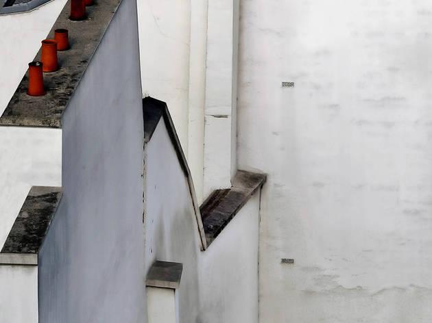 (Michael Wolf, 'Blind Walls. Paris Roof Tops', 2014 / Courtesy de Michael Wolf et la galerie Particulière, Paris)