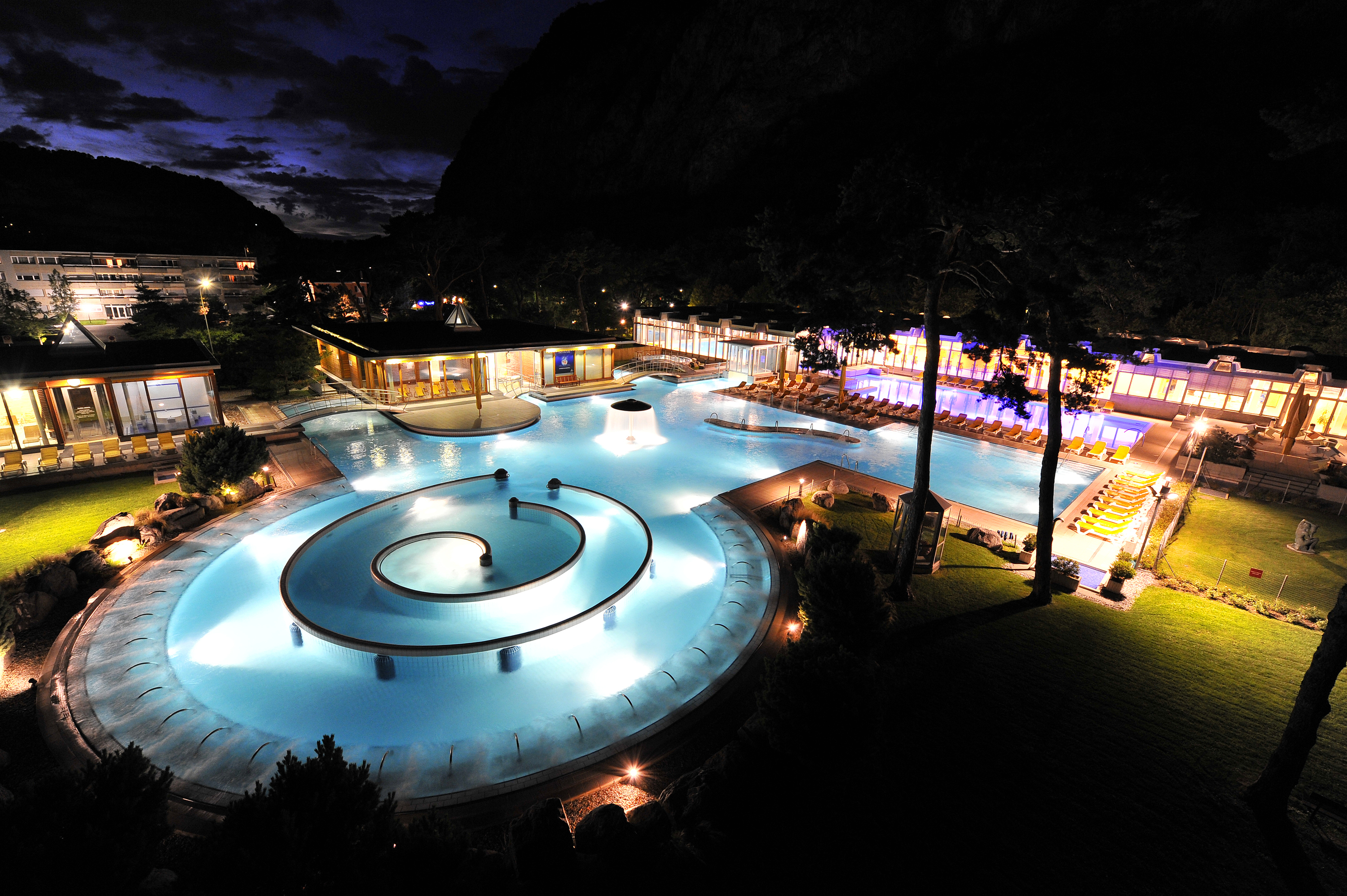 Thermal baths in switzerland best spas and wellness - Piscine de charbonnieres les bains ...