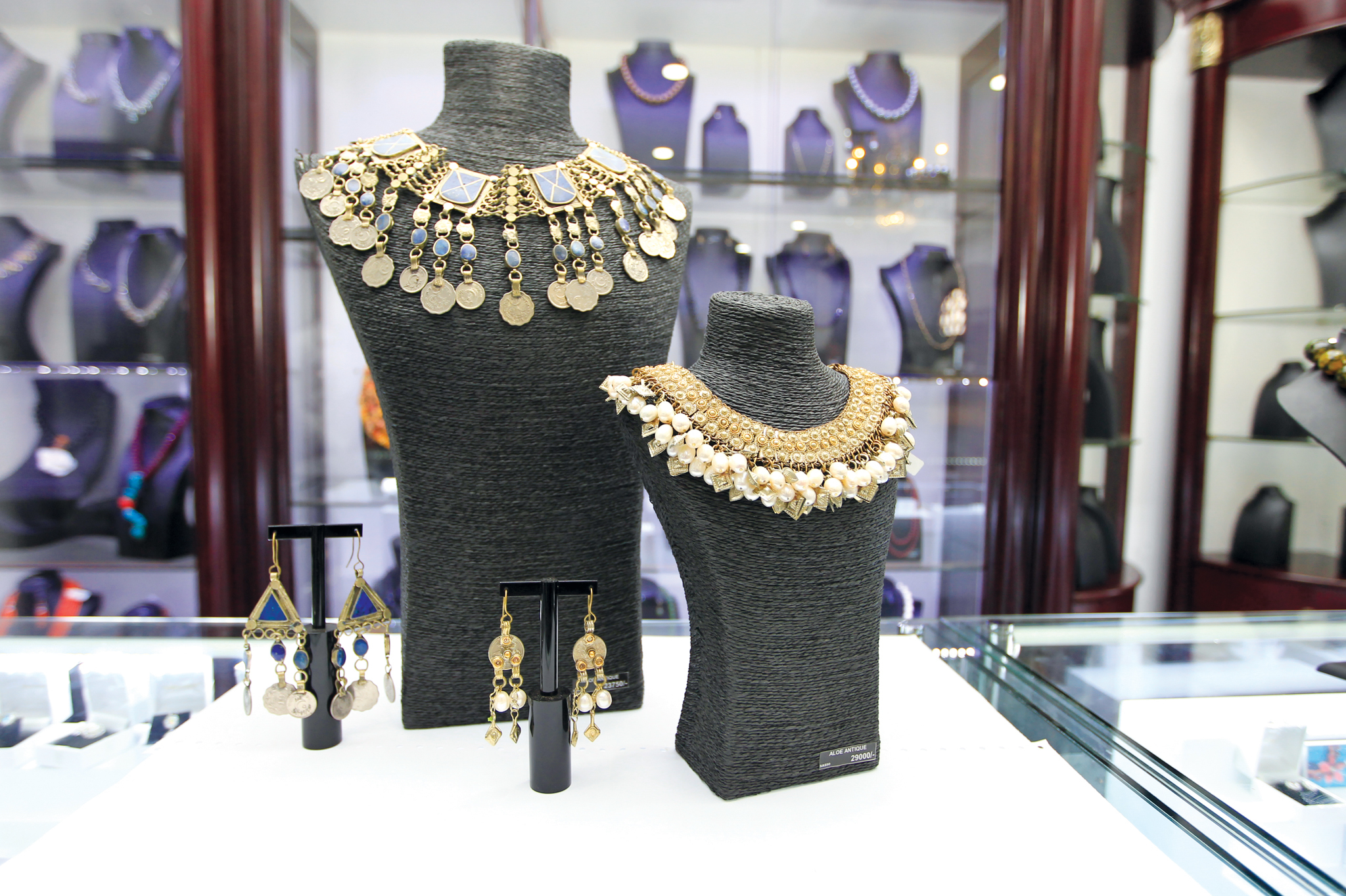 Stone 'n' String is a jewellery store in Colombo