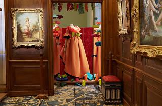 (Vue du musée Cognacq-Jay dans le cadre de la carte blanche à Christian Lacroix, automne 2014 / Photo : © Raphaël Chipault & Benjamin Soligny)