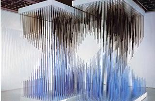 (Jesús Rafael Soto, 'Doble progresión azul y negra', 1975 / Courtesy galerie Perrotin / © Jesús-Rafael Soto / ADAGP, Paris, 2015 )