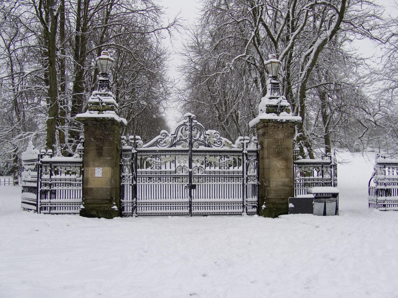 Queen's Park gates