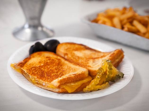 Grilled cheese at the Apple Pan