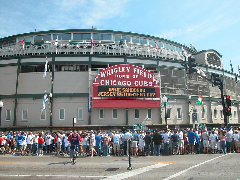 Chicago Cubs could sell booze outside Wrigley Field