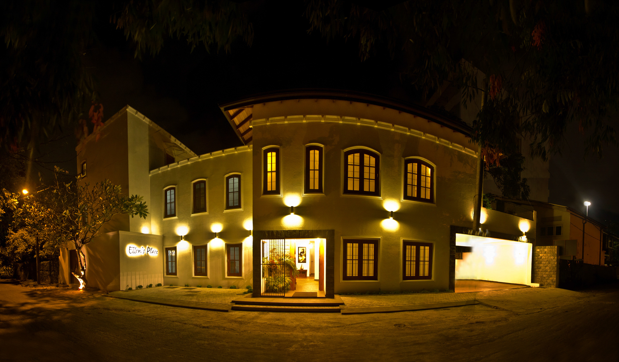 Ellen's Place is a hotel in Colombo