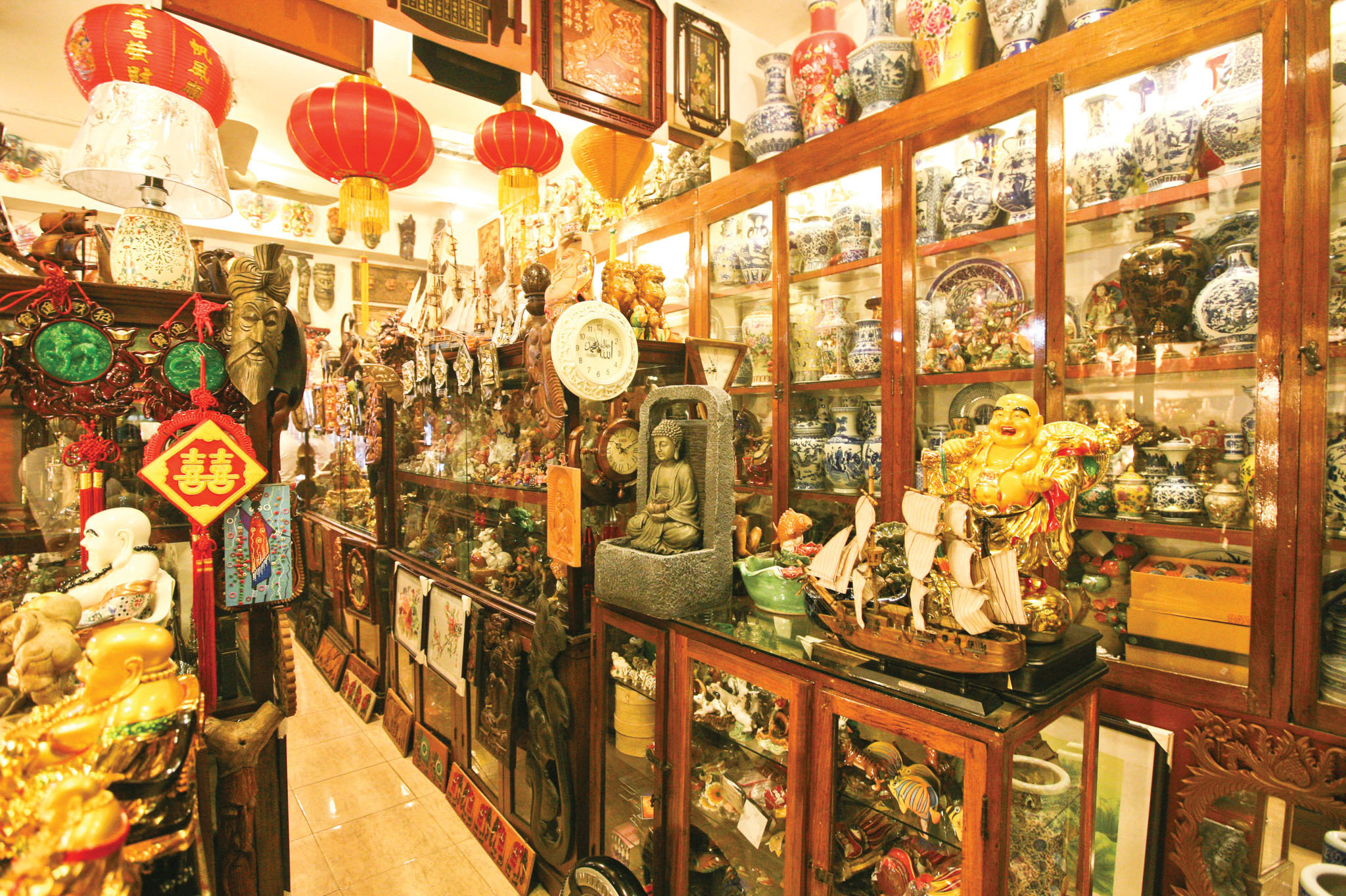 Chinese Gift Palace is a gift shop in Colombo