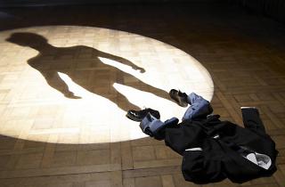 (Philippe Ramette, 'L'Ombre (de moi-même)', 2007 / © Adagp, Paris 2015 / Courtesy Galerie Xippas / Photo : © Marc Domage / © Philippe Ramette)