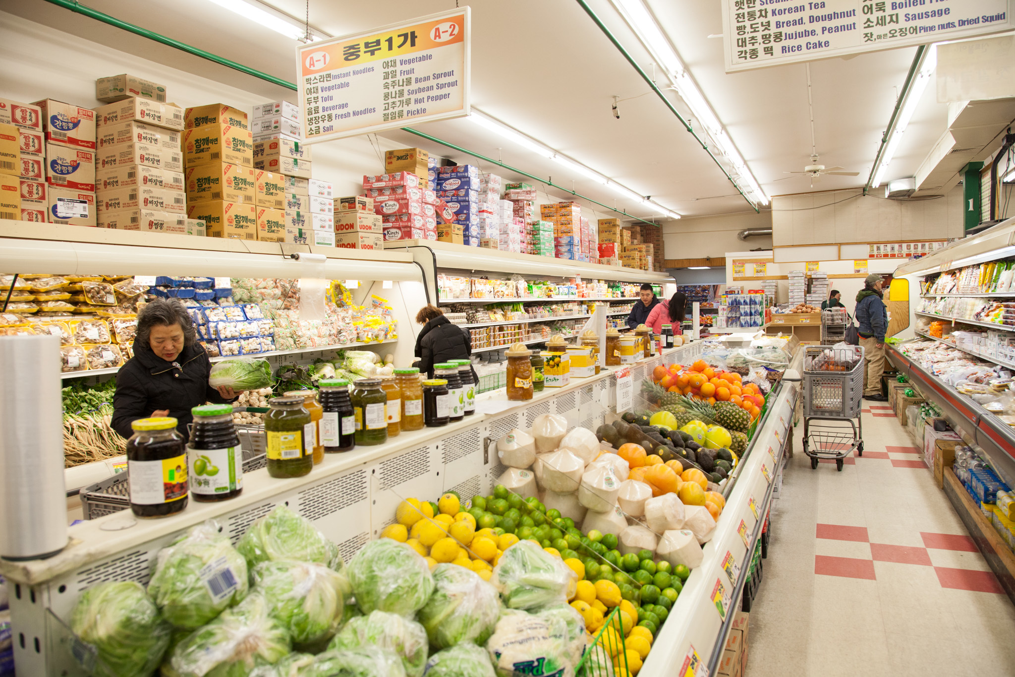 Country Trips Up Grocery Chains Image