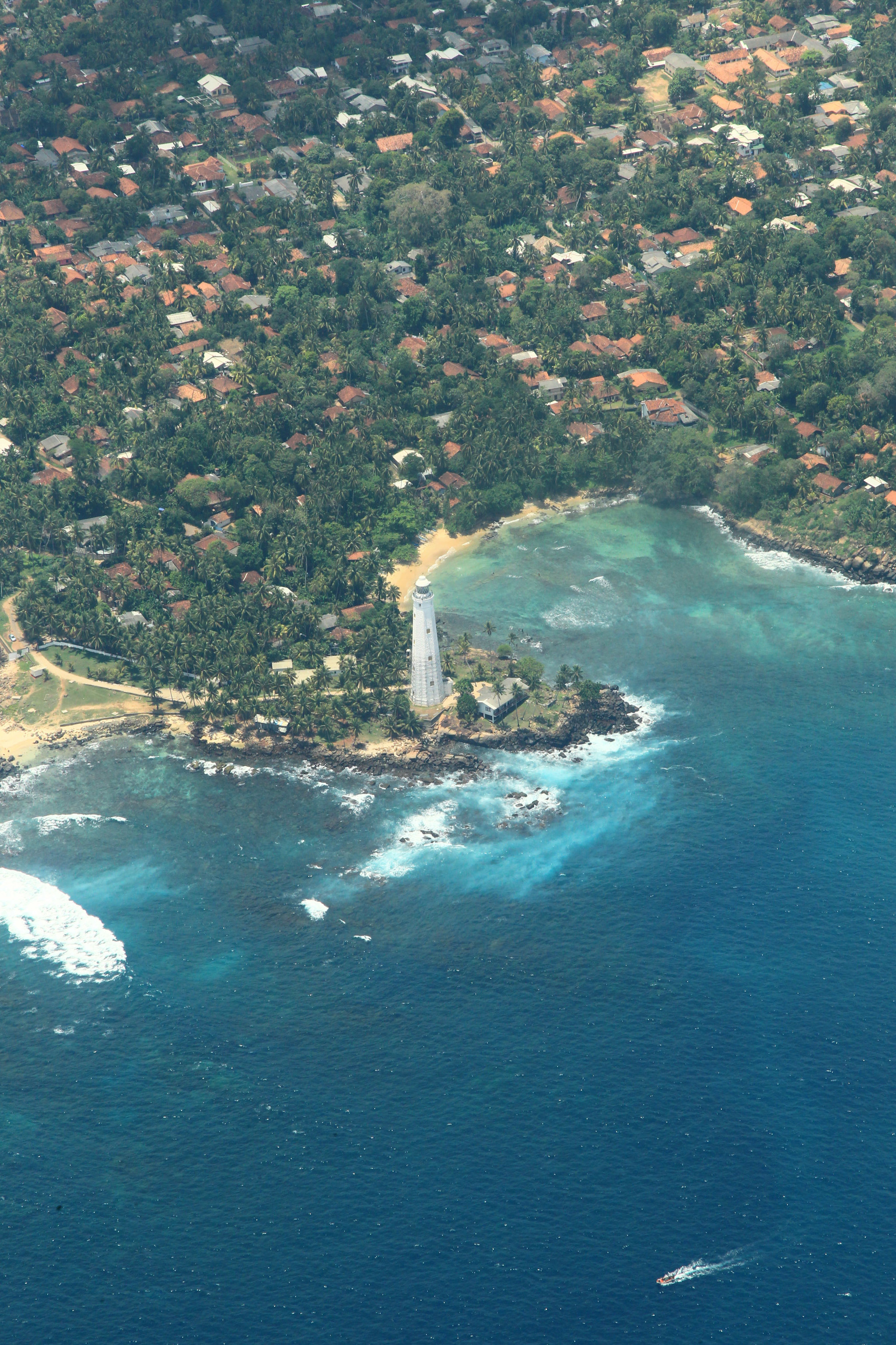 Dondra Head Lighthouse is a historical building in Matara