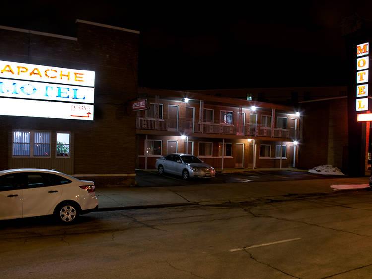 Quickie motel on Lincoln Avenue: Apache Motel