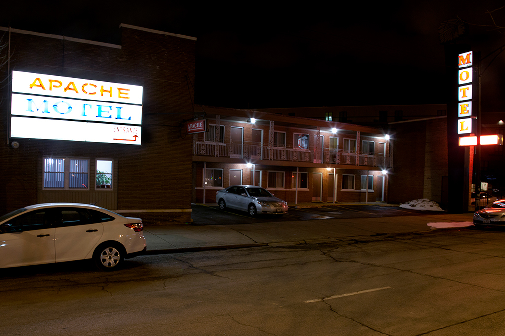 Quickie motel on Lincoln Avenue: Apache Motel