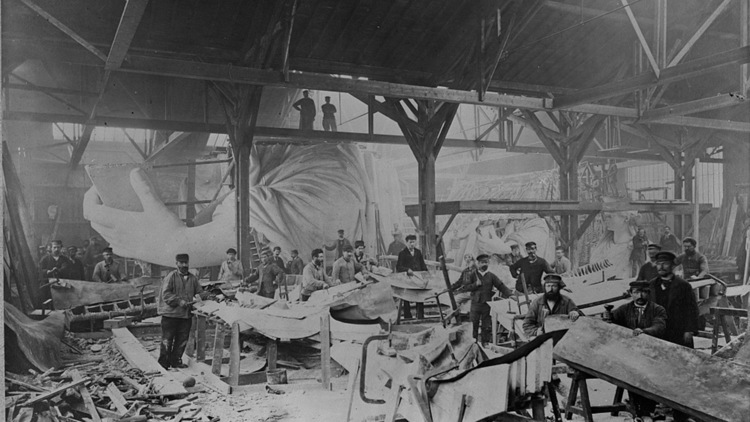 11 vintage photos of the construction of the Statue of Liberty