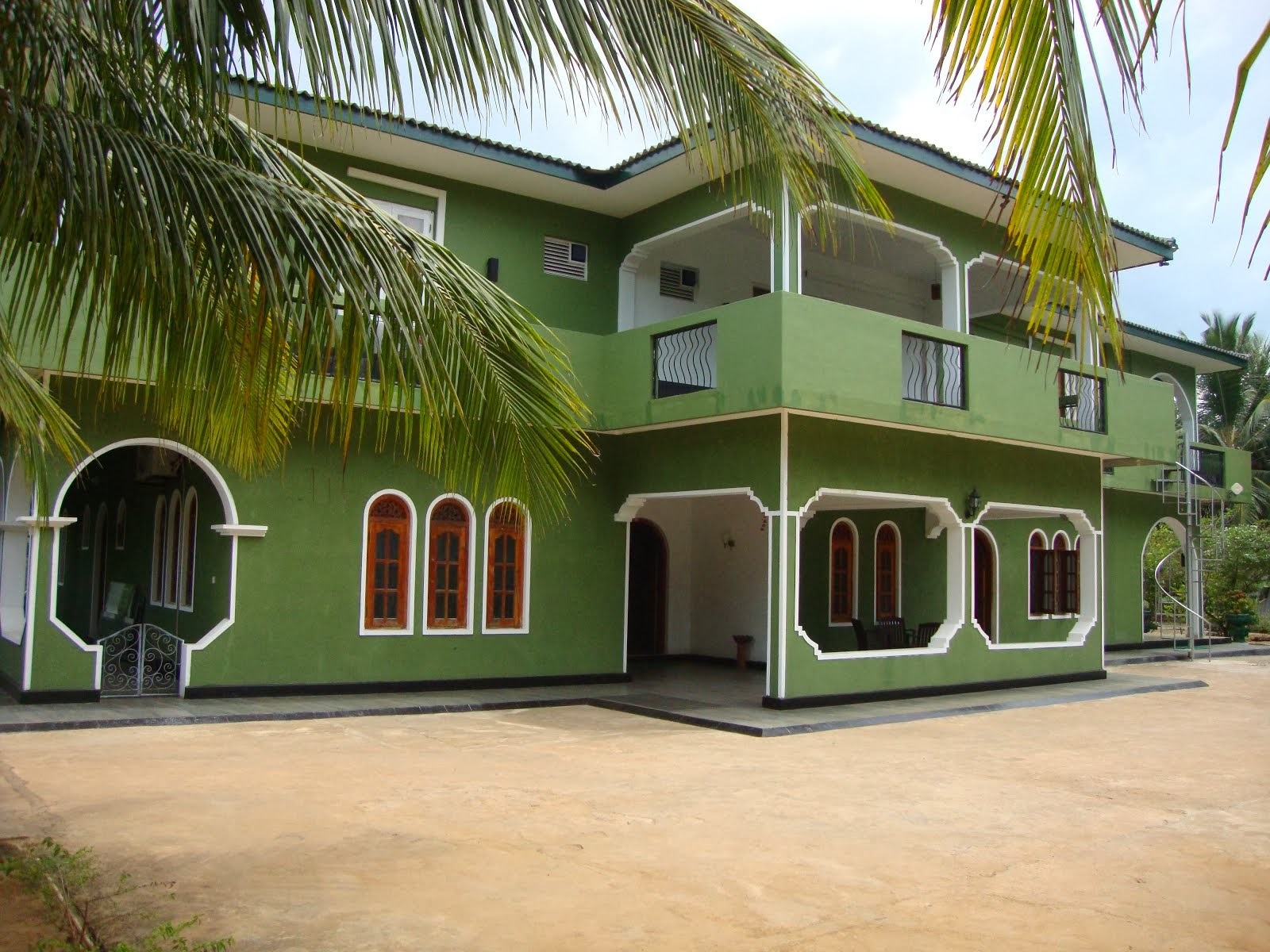 Nandawanam Guest House is a guest house in Kalhudah