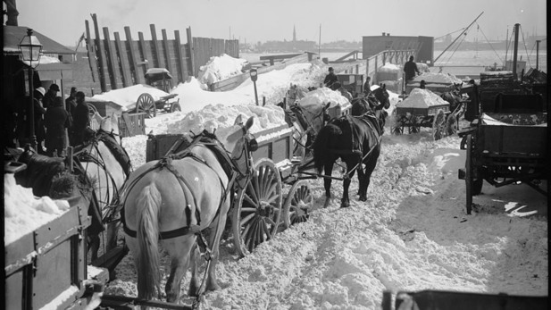 Photos of NYC in snowstorms through the decades