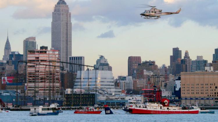 13 heroic photos of the Hudson River plane crash