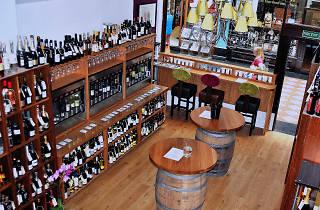 Loki Wine 2, bar