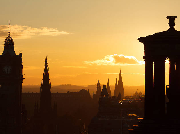 16 hazy photos of Edinburgh at dawn