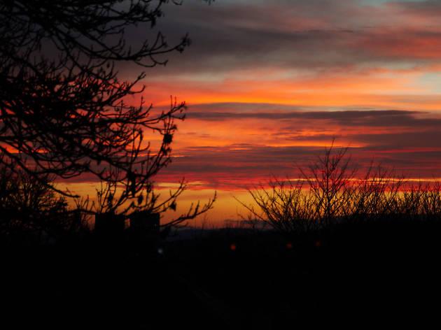 Photo of Edinburgh's sunrise at dawn