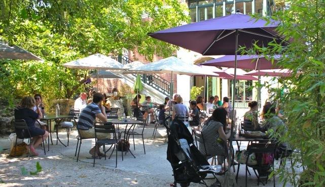 Restos, bars et boutiques ouverts en août